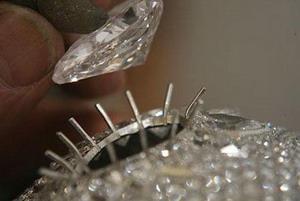 Херст украшает череп бриллиантами,topnews.ru
